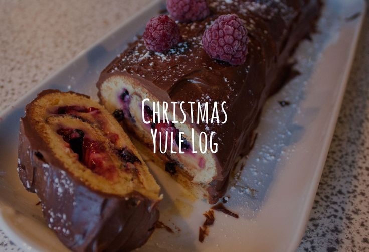 Christmas Dessert! The yule log, with berries and chocolate. RECIPE inside.