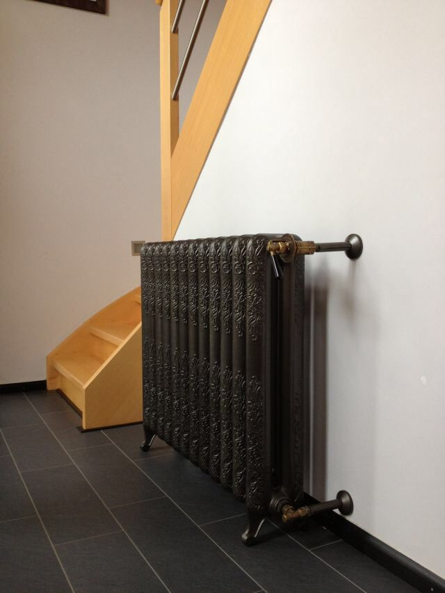 Epoca historical cast iron radiator fits good for entrance areas.