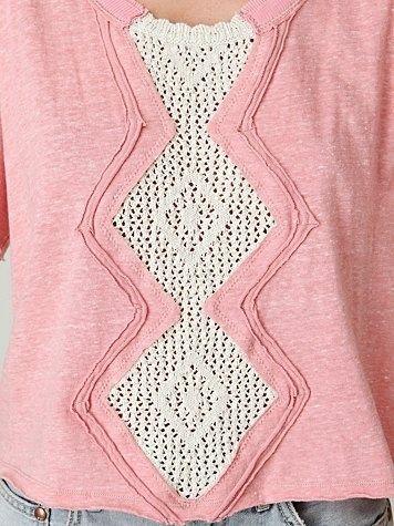 con la franela  del vestido rosado