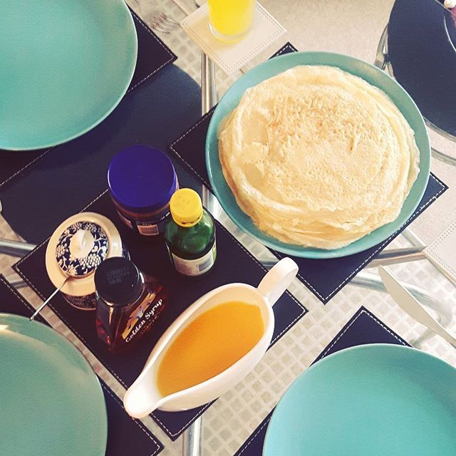 Everyday should be a pancake kind of day! How do you have yours? We have orange cordial (a personal fav!), chocolate spread, lemon juice, sugar and golden syrup. I think we have it all covered 😋  #pancakes #instafood #instachef #pancake #chocolatepancake #goldensyrup #breakfast #lunch #brunch #sweetpancakes #blogger #simpletreats #yummy #crepes #thinpancakes #crepe #delicious #foodporn #foodblogger #chefwynd