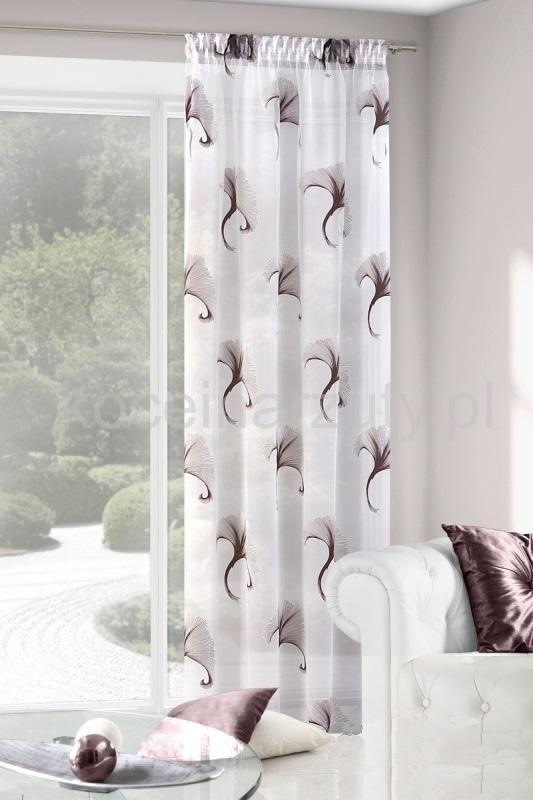 Biała zasłona do salonu z brązowym wzorkiem
