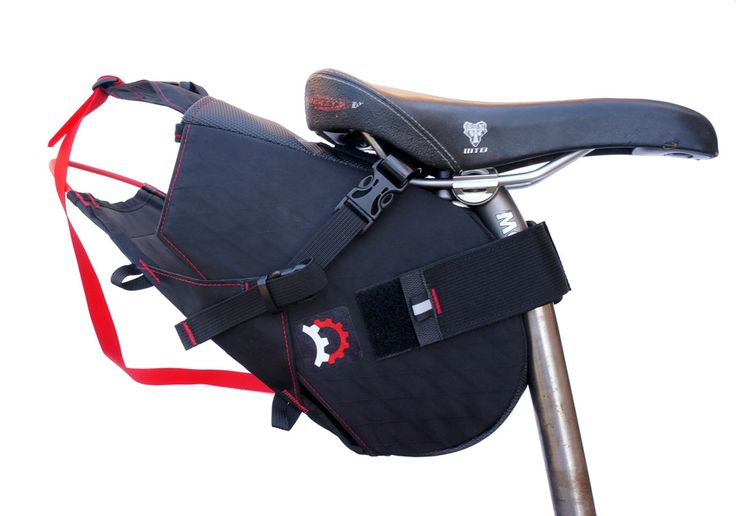 The Terrapin is a holster-like mount that integrates with our specially shaped drybag. With a drybag you get a 100% waterproof system where the load can be quickly removed from the bike for packing or unpacking.