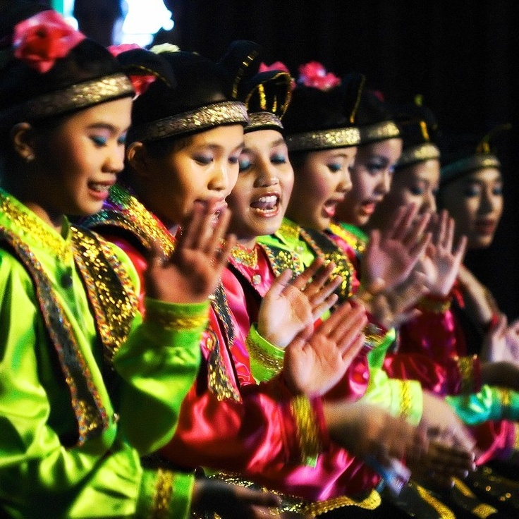 Tari Saman from Aceh (Sumatera)