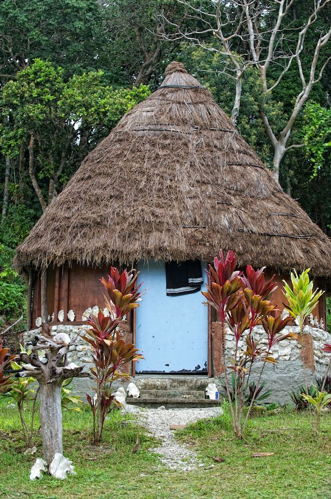 """""""Case traditionelle"""": traditional house and  architectural art in itself, the hut is entirely made of natural material."""