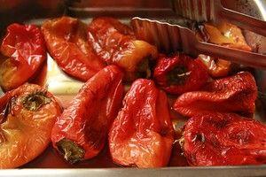 Прекрасная закуска из перцев. Попробовала ее впервые в славном городе Одессе, ооочень понравилась, а с домашним черным хлебом, просто сказка. Надо примерно : - 10 шт…
