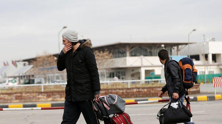 """Ernüchternde Zahlen zur Integration der Geflüchteten auf dem deutschen Arbeitsmarkt: etwa 15 Prozent der Migranten, die von 2015 bis heute nach Deutschland gekommen sind, haben eine Stelle. Gesamtkosten der Zuwanderung werden rund 25 Milliarden Euro jährlich betragen.  """"Wir sind auf einem verd..."""
