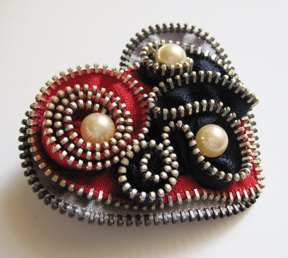 Made from new metal zippers and backed with felt and pin back.  It is beautifully accented with a small beads.    Great gift idea!    Measures