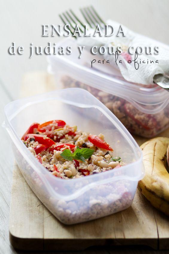 recetas de tupper - Ensalada de judías y cous cous / 100 gr de judías blancas. 80 gr de cous cous. 100 gr de tomatitos. 1/2 limón. Hojas de menta o hierbabuena. Aceite de oliva extravirgen. Sal y pimienta