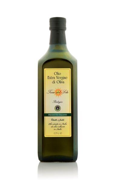Viene prodotto in Calabria da olive di varietà Nocellara, Roggianella e Carolea coltivate senza uso di diserbanti e concimi chimici di sintesi. Viene estratto a freddo e il risultato è un olio a bassissima acidità, corposo al palato con una delicata nota piccante e lievemente amarognola sul finale. Adatto ad ogni tipo di cucina, ha elevata digeribilità ed è indicato anche per i più piccoli.