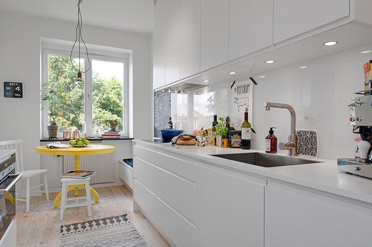 Stilrent kök i vitt