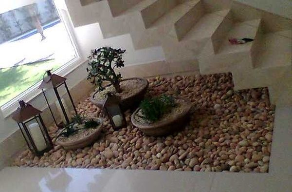 Jardim sob escada -
