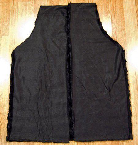 Hoy en día esta de moda los chalecos de piel sintética,por eso hace poco les mostramos como hacer un chaleco para niñas. Y ahora nos toca crear unos chalecos para nosotras.Para hacer los chalecos pueden utilizar el color de piel sintetica que mas le guste, nosotras lo hicimos en negro porque a nues