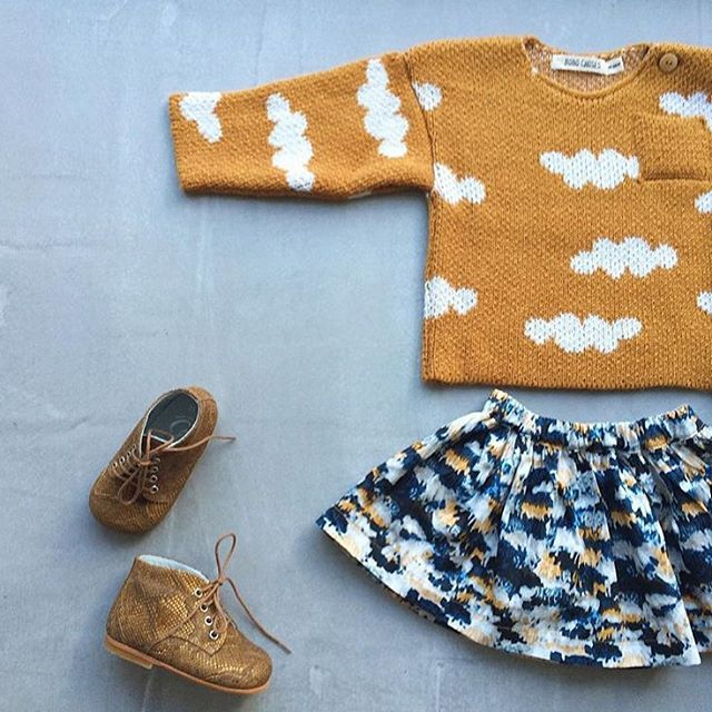 Fall is in the air and I want to steal this little outfit... Photo reposted from @b_l_a_n_c_h_e_85 who made this super sweet skirt
