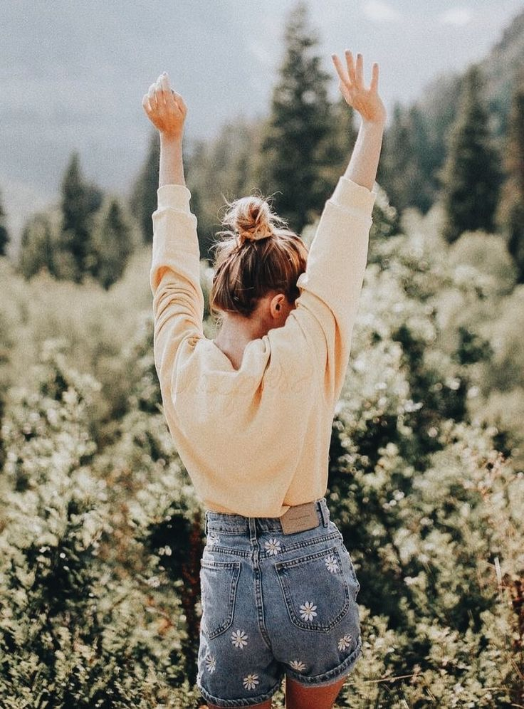summer / spring outfits | floral print shorts | denim shorts | peach long sleeve | long sleeve shirts | casual outfits | topknot | high buns | outdoor shoot | sunshine | high waisted shorts