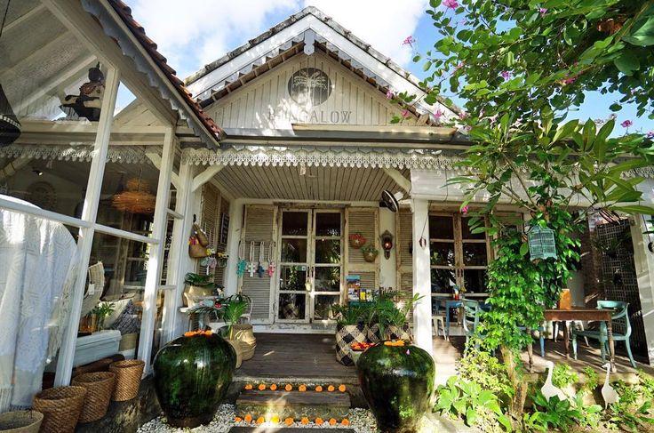* スーパーでバラマキ土産を調達した後は前日寄ったバンガローリビングのcafeにマッタリしに来た。 ・ ・ ・ #バリ#paradise#Indonesia#sunset#relax #retreat#photo#island#Indonesia#ubud#bali#beach#instagram#instafood#instagood#trip#travel#vacation#yum#delicious#seminyak#sea#beautiful#cafe#coffee#����#�� http://tipsrazzi.com/ipost/1508334214453785070/?code=BTurfn_FfHu