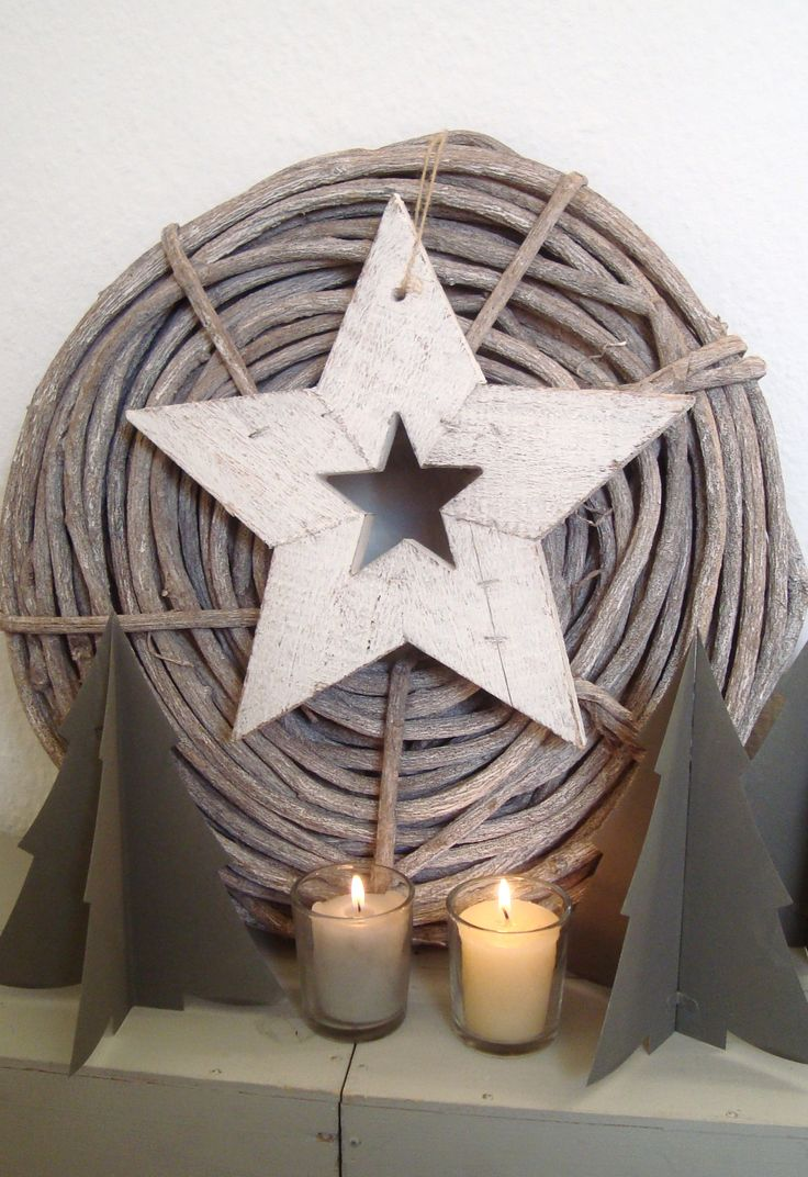 houten krans add star to back of large wicker basket