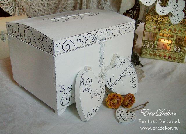 Rusztikus festett fa szívek Menyasszony és Vőlegény feliratokkal. Fotó azonosító: ESKSZIVEK11