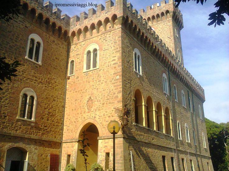 """Il Castello Pasquini di Rosignano Marittimo - Il barone Lazzaro Patrone fece costruire il castello sulla proprietà di Diego Martelli, questa vecchia fattoria era importante per i suoi molti dipinti dei Macchiaioli della cosiddetta """"Scuola di Castiglioncello"""". Il nuovo edificio fu caratterizzato dallo stile eclettico in voga nella Toscana dell'epoca, con richiami neo-gotici.     #TuscanyAgriturismoGiratola"""