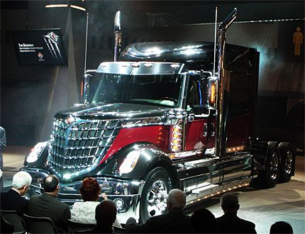 Navistar's Fuel-Efficient LoneStar Semi Truck Is ...