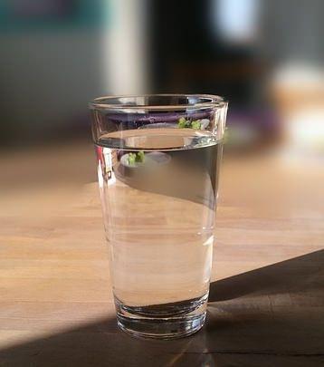 【衝撃】お腹が空いたら水を飲むダイエット法の衝撃の結果!
