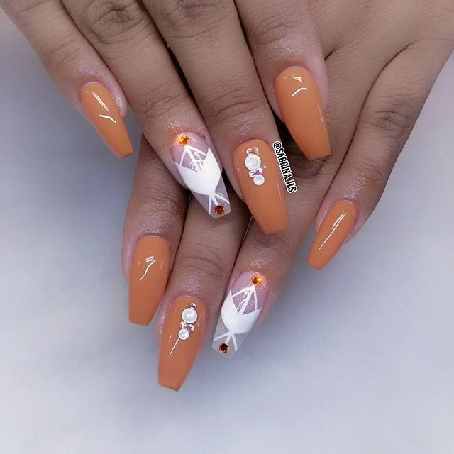 Hope everyone has a great Sunday! • *Sculptured acrylic nails done with forms* • @lechatnails Felicity