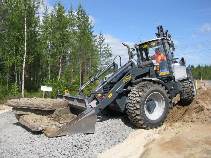 Juha Vuoti and Lannen 8800i #Lannen #backhoe #construction #machine #municipal_works