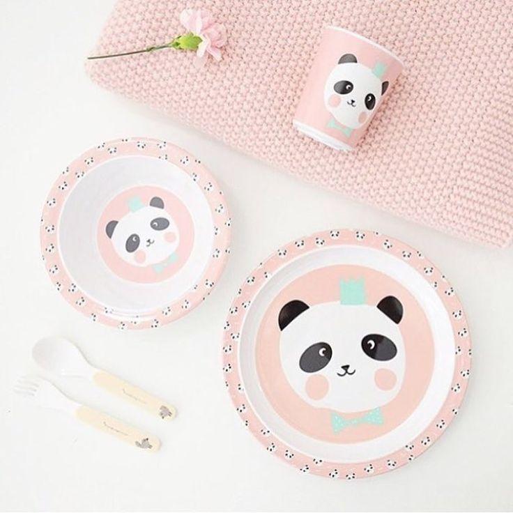 Panda love 🐼 Dit schattige servies shop je in onze shop! #mevrouwaardbei #eeflillemor #servies #roze #panda #melamine #kids #kidsshop #kidsstyle #sweet 📷@frenchblossom