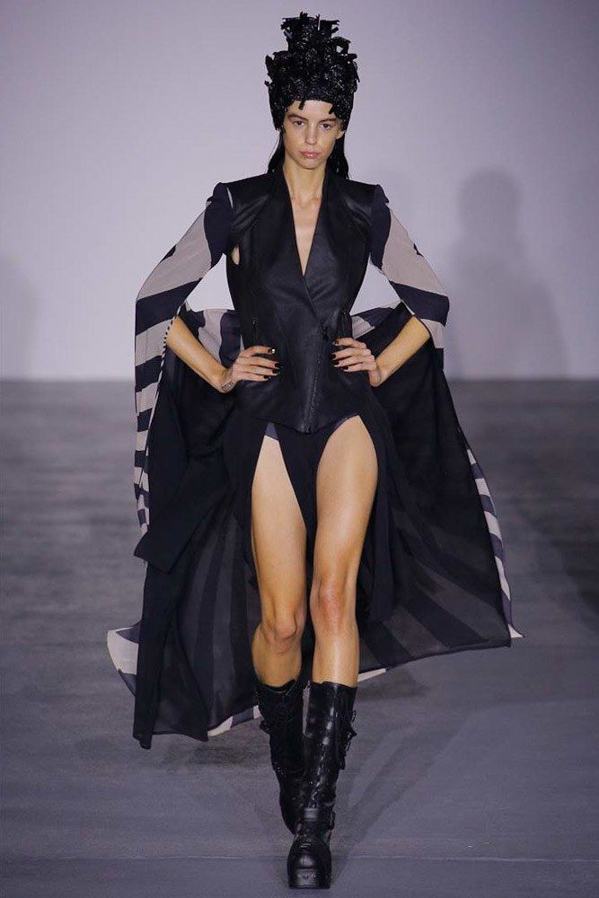See the complete Gareth Pugh Spring 2017 Ready-to-Wear collection.