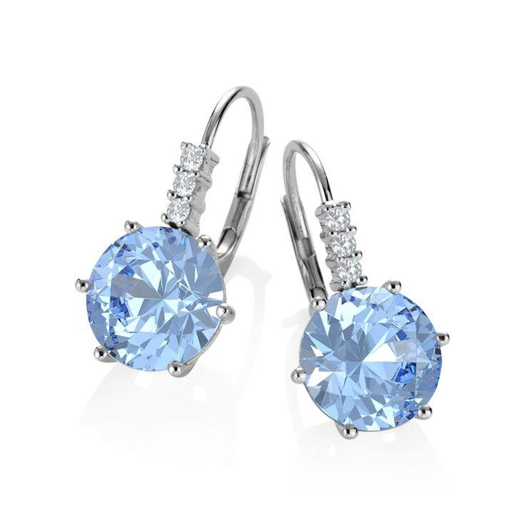 Afbeelding van http://images.21diamonds.nl/Juwelier/Fotos/jewelry/EA4020/size/800Wx800H/type/jpg/sparkle/false/perspective/front/quality/high/metals/Witte%20Goud/stones/Blauwe%20Topaas/Diamant/Lori-21Style.jpg.