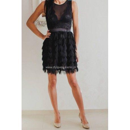 Czarna, koktajlowa sukienka z koronkową górą i frędzlami