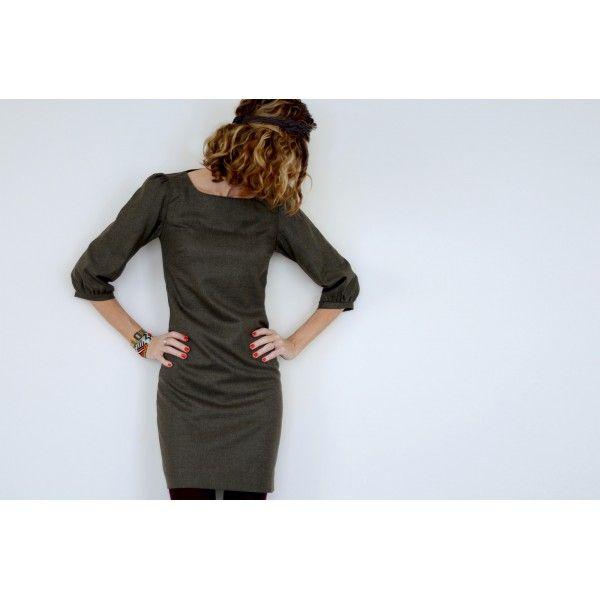 PDF Pattern : La petite robe by Vanessa Pouzet Maximum 160cm x 140cm de lainage léger, lin, chambray... + 130cm x 140cm de doublure légère + zip invisible de 60cm + 50cm x 100cm de thermocollant.