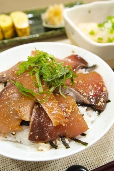 ぶりのレシピを覚えたい!冬に向かって脂がのってくるジューシーなお魚 ... 薬味次第で自分好みにできるぶり漬け丼