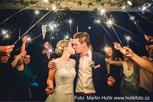 Rozzářené svatební políbení. Svatební prskavky 90cm. Wedding sparklers.