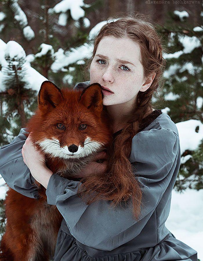 Retratos fantásticos de chicas pelirrojas con un zorro rojo