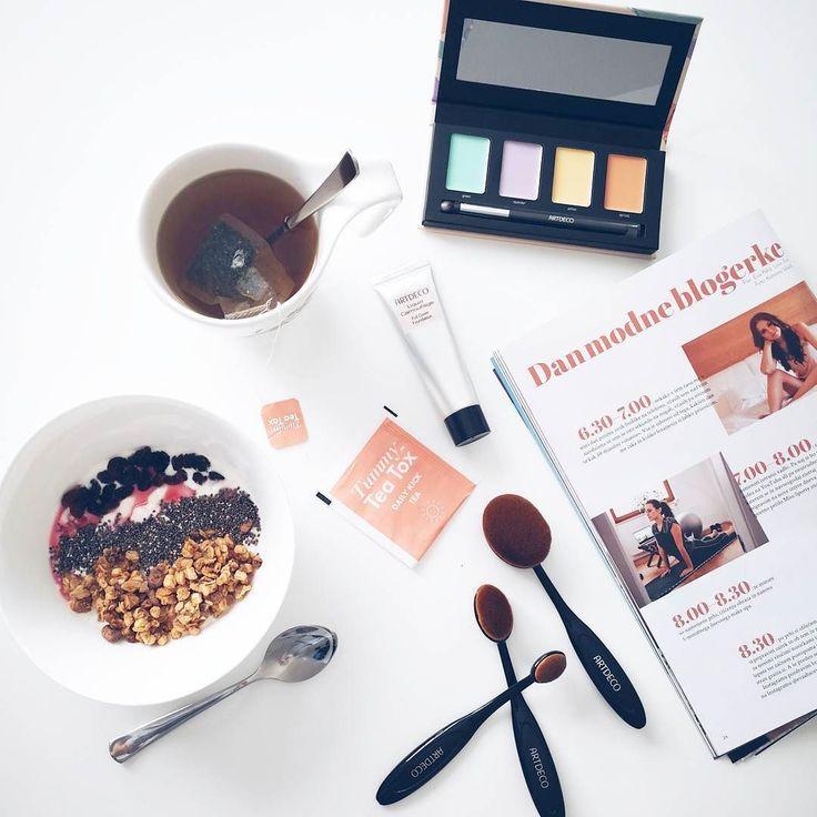 I  mornings like this ... Oh Sunday I am in love  . . . @tummyteatox.si @artdeco_slovenija @artdeco_cosmetics @liscalingerie  #loveeva #sunday #morning #breakfast #spoilingmyself #tummyteatox #detoxprogram #detox #healthylifestyle #flatbelly #makeupbrushes #foundation #camouflage