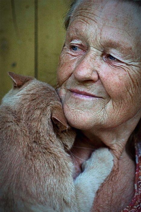 .Funny Kitty, Face, Ageless Beautiful, Beautiful Woman, Cat Women, Close Friends, Friendship, Animal Friends, People
