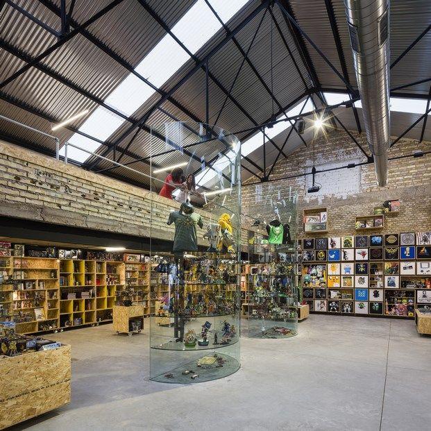Tienda de comics en Sevilla.De almacén industrial a paraíso friki: Raccoon Games.