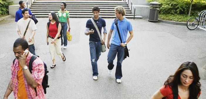 """Schüler der Euro #Akademie #Halle nahmen die Messe """"Chance"""" zum Anlass, eine #Umfrage zur #Berufsorientierung unter #Jugendlichen durchzuführen."""