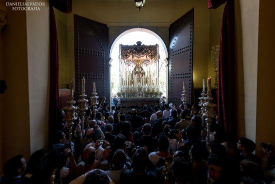 Visita de la Macarena a la Hermandad de los Estudiantes y al Rectorado de la Universidad.