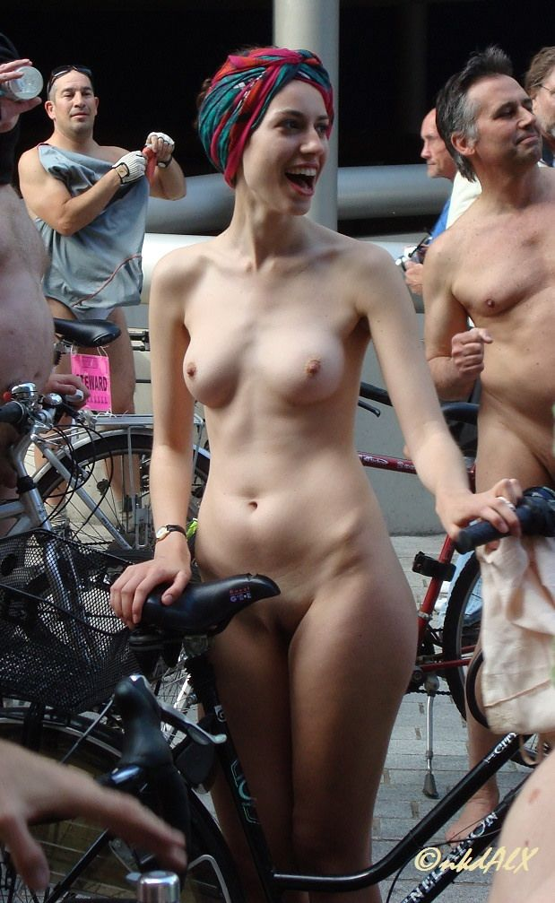 Shaking, Hot nude women world naked bike ride are not