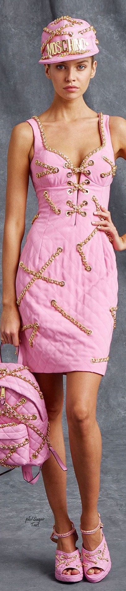 Moschino Resort 2016...... Somewhere along the design line, the chain was badly broken.