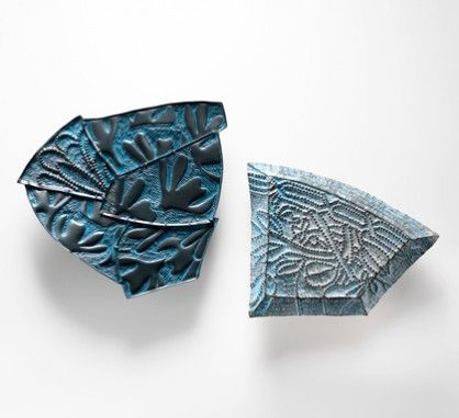 Julie Blyfield, <em> Relic & Remnant brooches </ em>, 2013, oxidized silver, enamel-paint, wax