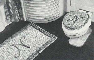 This free crochet rug pattern includes instructions on how to crochet a rug and a toilet seat cover for your bathroom. Also included in this vintage bath set are instructions on making an applique cat for adding to bathroom towels.