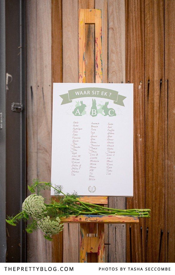 White & green seating list | Photographer: @Tasha Adams Adams Seccombe