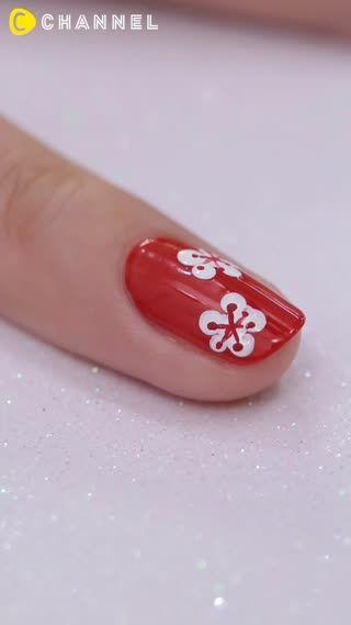 成人式にピッタリの梅の花ネイル。着物と合わせて楽しめますね♡爪楊枝で描けるのでセルフで取り入れやすいです♪