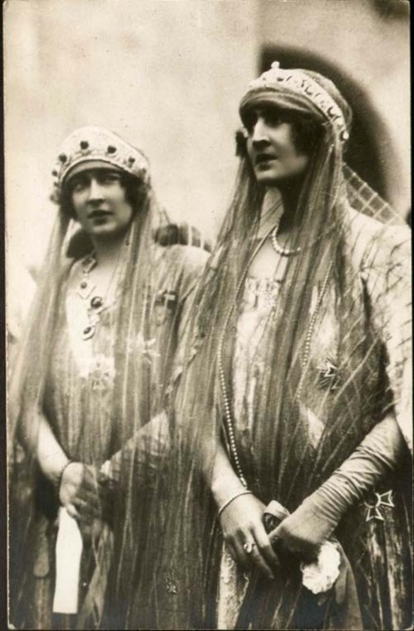 Queen Maria of Yugoslavia and Queen Elisabeth of Greece (sisters, daughters of Marie and Ferdinand of Romania). (Maria is wearing her Russian emeralds.)