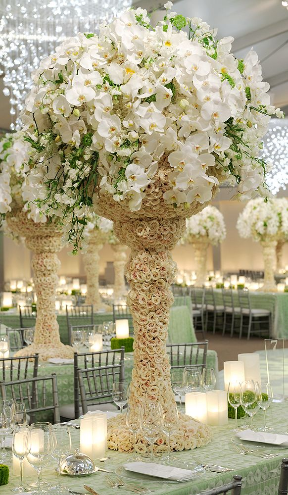 WOW. WOW. WOW!! Preston Bailey Designs, Cascading Centerpiece in vases adorned with roses. WOW!!