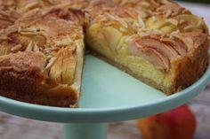 Mein absoluter Lieblingsapfelkuchen: zimtiger Mürbteig, fluffiger Sandteig und geröstete Mandeln, lecker!!!!
