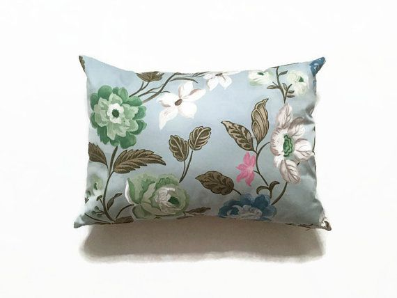 Designers Guild floral printed cushion. Stunning designer pillow with fabrics by Designers Guild, an elegant addition to your living space. Luxury decorative pillow by MyCushionBoutique.