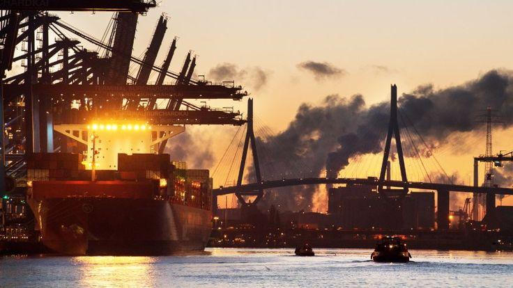 Auch 2017: Deutschland mit dem weltweit größtem Exportüberschuß - Containerterminal in Hamburg